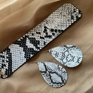 Jewelry - Urban Snake skin print Earring set